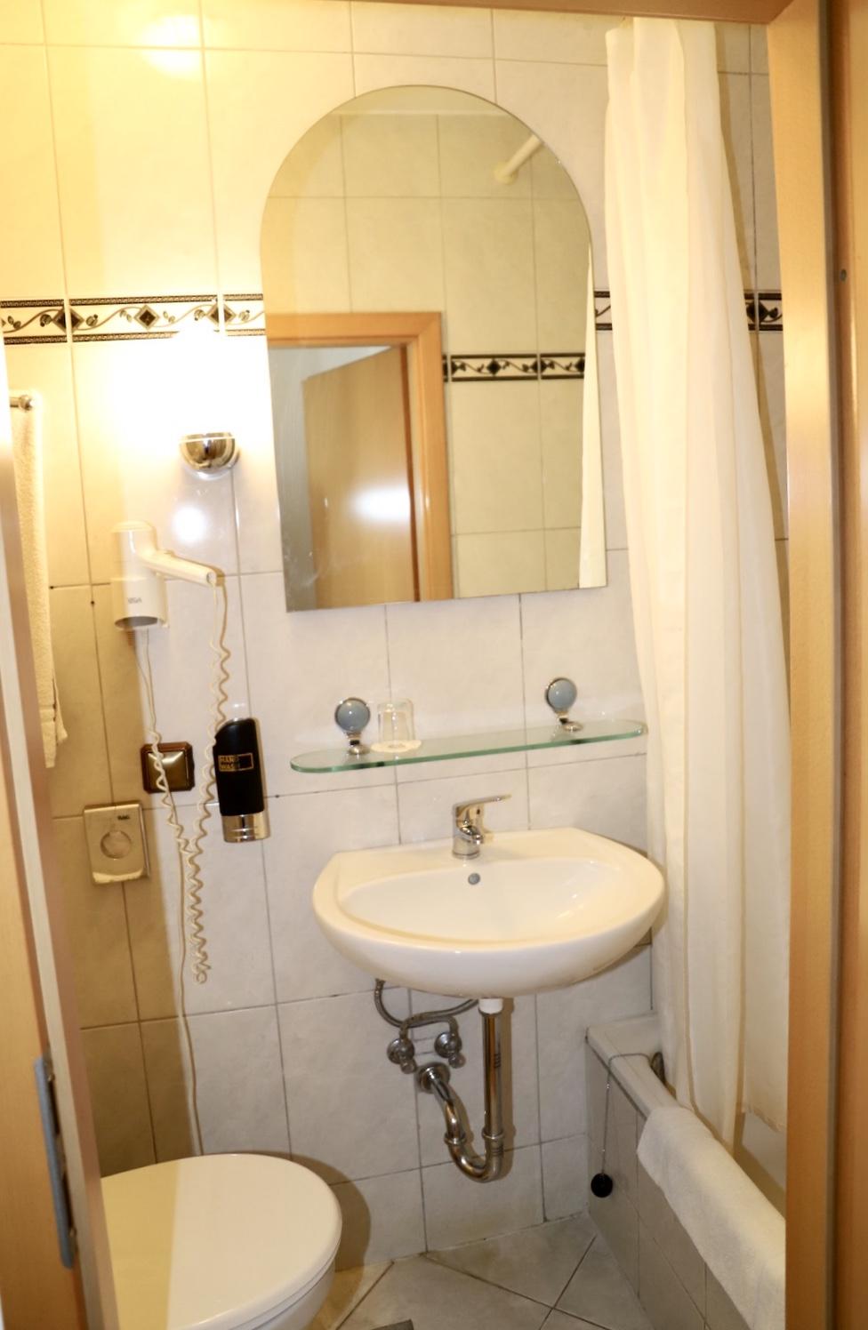badezimmer-hotel-beispiel