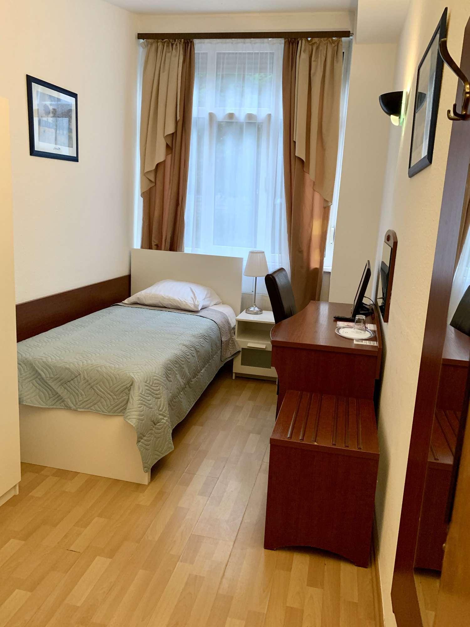 Einzelzimmer-Bett 1