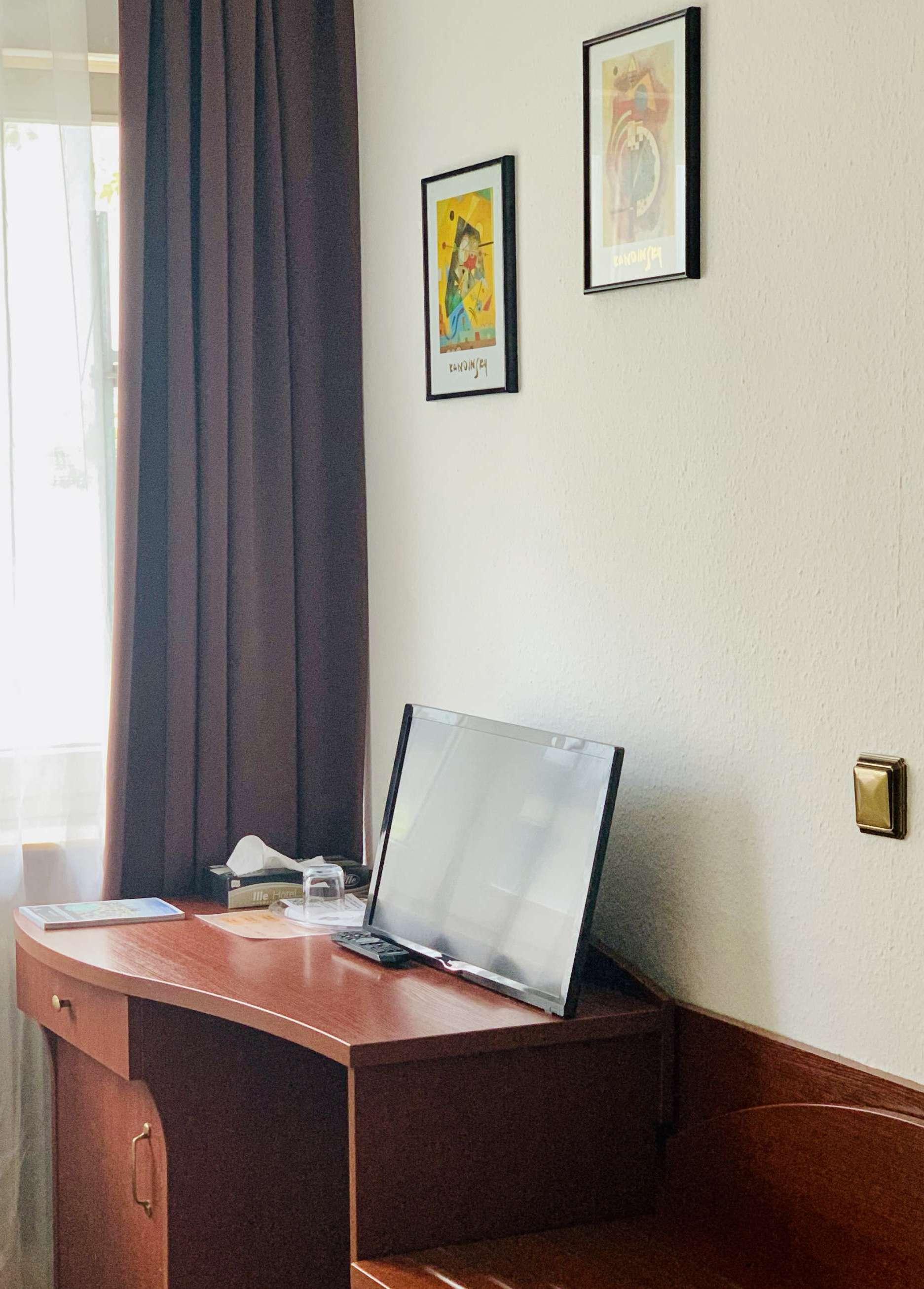 Einzelzimmer-Schreibtisch-2